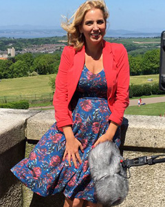 Jasmine Harman wearing the Kleid Olivia (Tropical Nights)