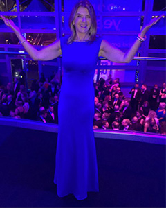 Dr Dawn Harper wearing the Kleid Pippa Lang (Royal Blau)
