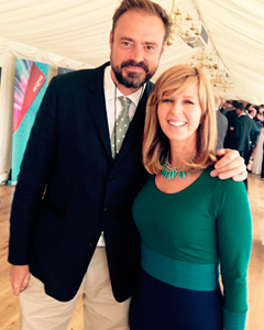 Kate Garraway avec la Robe Color Block (Marine)